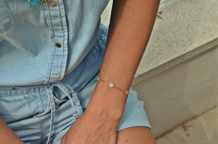 denim jumpsuit and golden accessories - keep it simple