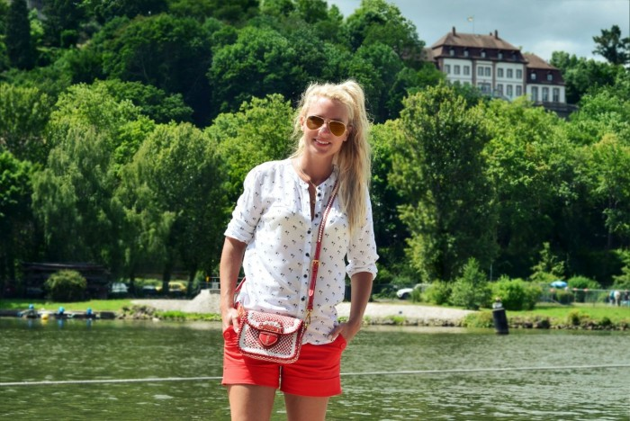 outfit: red details in Würzburg